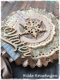 papirdesign-blogg Retro Christmas, Christmas Tag, Christmas Crafts, Christmas Ornaments, Mistletoe And Wine, Origami, Paper Rosettes, Handmade Christmas Decorations, Craft Sale