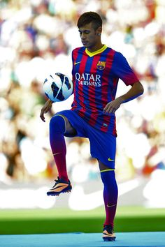 Neymar fent els seus primers tocs amb la samarreta blaugrana