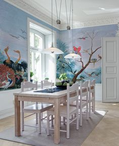 Le décor panoramique Tropical Birds fait partie de la collection Volume 2 d'Au fil des Couleurs. Avec un regard presque scientifique, l'artiste a rassemblé en un même tableau une réelle diversité d'oiseaux issus des quatre coins du monde#papierpeint #wallpaper #wallpapers #wallcovering #deco #décoration #interiordesign #interiordesignideas