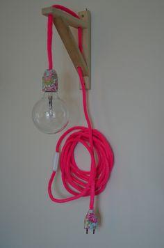 lampe baladeuse rose fluo