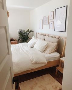 Add more coziness to your bedroom with pure linen sheets in white! Linen duvet covers sheets and pillowcases available in various sizes. Linen Bedding by MagicLinen photo credit: Laurie Decoration Inspiration, Room Inspiration, Decor Ideas, Room Ideas, Decorating Ideas, Linen Duvet, Linen Sheets, Bedroom Styles, Home Decor Bedroom