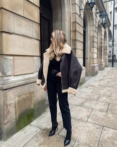 Fall Outfits, Fashion Outfits, Womens Fashion, Aviator Jackets, Cold Day, School Outfits, All Black, Fashion Beauty, Winter Fashion