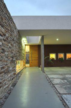 Floor-Level Windows Make for a Unique CZZ House by Vanguarda