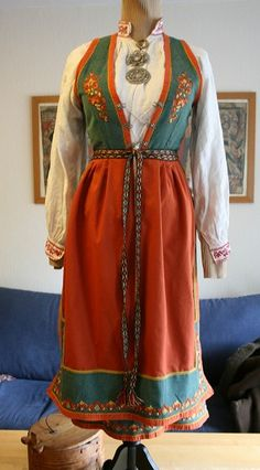Bunad, sommerbunad, Vest-telemark med søljer - FINN Torget Folk Costume, Costumes, Ethnic Fashion, Traditional Dresses, Scandinavian Design, Norway, Your Favorite, Daughter, Vest