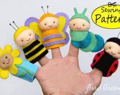 Digital Pattern: Garden Friends Felt Fingerpuppen – Floral Blossom – Join in the world of pin Felt Puppets, Felt Finger Puppets, Felt Patterns, Pdf Patterns, Animal Patterns, Felt Crafts, Kids Crafts, Felt Toys, Felt Ornaments