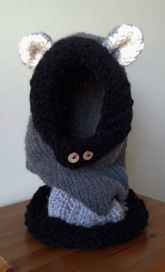 Check out this item in my Etsy shop https://www.etsy.com/listing/218593754/wolf-snood-in-chunky-wool-great-piece