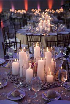 Die Hochzeitskerzen warem im Mittelalter ein Symbol für die wärmende Liebe des Brautpaares und sind bis heute ein beliebtes Element der Hochzeitdekoration.