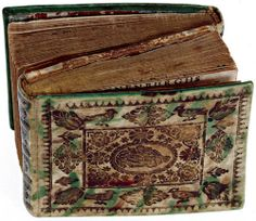 The two volumes of C. Rhynenburg's, Vreugden-berg, in a splendidly decorated parchment dos-à-dos binding. C. Rhynenburg, Vreugden-berg. Amsterdam 1715-1717 (via D.F. Scheurleer)