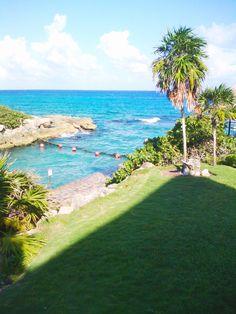 Eventos en la playa Decoración de eventos en la playa, en este caso decoramos los XV años de Stephanie en el Hotel Occidental Xcaret Destination en Playa del Carmen, Quintana Roo, México. #cancunflorist www.floreriazazil.com