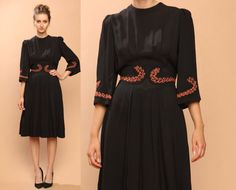vintage 1940s dress // black pleated // by shopCOLLECT