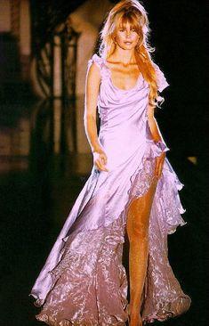 1994 - Atelier Versace show - Claudia Schiffer Gianni Versace, Donatella Versace, Atelier Versace, Versace Fashion, 90s Fashion, Couture Fashion, Runway Fashion, Womens Fashion, Vintage Fashion