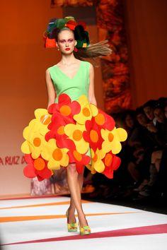 Agatha Ruiz De La Prada - MFW Womenswear Spring/Summer 2009 #fashion #crazy #funky #surrealist #modern #colourful #colorful #milan #milanfashionweek #flower #swinging