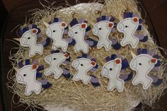 Questi unicornini di pelle li ho realizzati per il battesimo della mia adorata nipotina Lavinia. Sono stati attaccati alle bomboniere per poterli poi usare come portachiavi