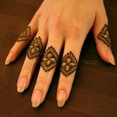 Mehndi design makes hand beautiful and fabulous. Here, you will see awesome and Simple Mehndi Designs For Hands. Latest Finger Mehndi Designs, Henna Art Designs, Mehndi Designs For Girls, Mehndi Designs For Beginners, Stylish Mehndi Designs, Mehndi Designs For Fingers, Mehndi Design Pictures, Beautiful Mehndi Design, Best Mehndi Designs