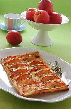 Leggi la ricetta di Sale&Pepe e prova questa sfiziosa torta salata con un guscio di sfoglia croccante e un ripieno di cremoso formaggio e dolce frutta.