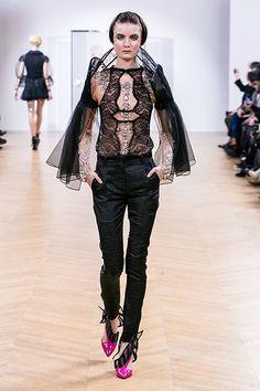 "ON AURA TOUT VU Collection Couture Spring Summer 2018 ""Under My Skin"" Haute Couture Fashion Week Paris France #onauratoutvu #onauratoutvu couture #fashion #onauratoutvufashion #savoirfaire #celebritystyle #celebrity #art #model #fashionbloggers #vip #designers #modelling #pfw #fhcm  #dancer #yassensamouilov #liviastoianova #avangard #modern"