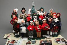 Mixed LOT 17 Vintage Byers Choice Carolers + Accessories & Display Stands