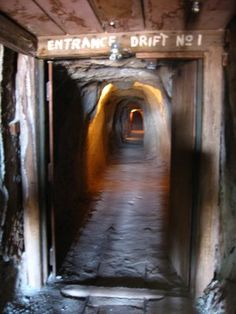 Calico Ghost Town Mining Tunnel, looks scary and fun to walk thru. Fete Halloween, Halloween Ghosts, Halloween 2016, Derelict Places, Abandoned Places, Calico Ghost Town, Desert Places, California History, Scary Places