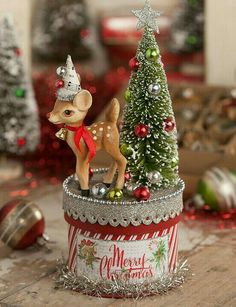 Vintage Christmas, Country Christmas figurines, Old Fashioned Christmas ornaments and retro Christmas party decorations. Find Christmas decorating ideas here! Vintage Christmas Crafts, Christmas Projects, Handmade Christmas, Holiday Crafts, Christmas Holidays, Christmas Gifts, Christmas Ornaments, Christmas Movies, Retro Christmas Decorations