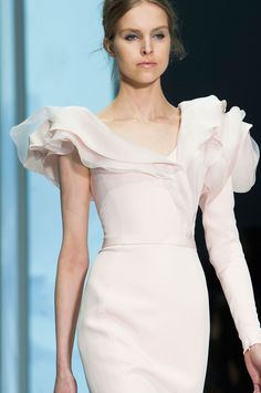 Ralph & Russo at Couture Spring 2015 - Details Runway Photos Beautiful Gowns, Beautiful Outfits, Spanish Dress, Ralph & Russo, Embroidery Suits Design, High Fashion Dresses, Pink Gowns, Couture Dresses, Spring 2015