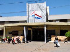 La Penitenciaría Nacional de Tacumbú, se encuentra superpoblada con casi 4000 reclusos cuando su capacidad es para unos 1000. Del total de presos solo unos 750 tiene una condena firme, los demás están esperando juicio.