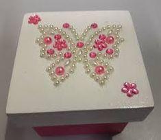 Resultado de imagem para caixa mdf noivinhos Decoupage, Dyi Crafts, Acrylic Resin, Butterfly Art, Knitting Patterns, Scrapbook, Lettering, Cami, Boxes