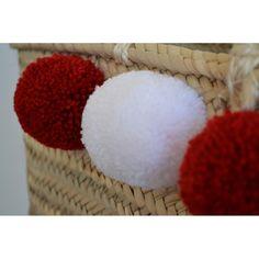 Panier à pompons rouge carmin et blanc. À venir découvrir sur www.boutiqueboheme.fr