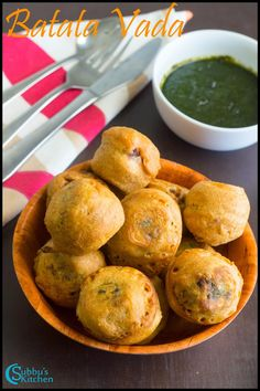 Batata Vada is a popular Indian vegetarian fast food in Maharashtra, India. It literally means potato fritters. Veg Recipes, Indian Food Recipes, Asian Recipes, Cooking Recipes, Savoury Recipes, Sweets Recipes, Delicious Recipes, Snack Recipes, Kitchens