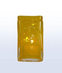 Mundgeblasen - Transparenz trifft auf leuchtende Farben und schlichte Formen. Mundgeblasen und mit antiken Metallscheren und Holzmodellen in Form gebracht.