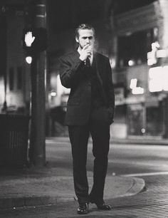Ryan Gosling/cig/suit