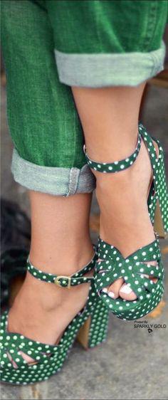 gotta have these really cute shoes ! Pretty Shoes, Beautiful Shoes, Cute Shoes, Me Too Shoes, Women's Shoes, Shoe Boots, Platform Shoes, Mode Vintage, Vintage Shoes