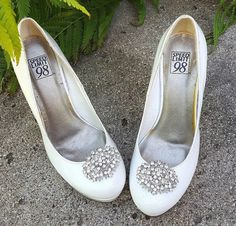 Hey, I found this really awesome Etsy listing at https://www.etsy.com/listing/462805967/wedding-shoe-clips-bridal-shoe-clips