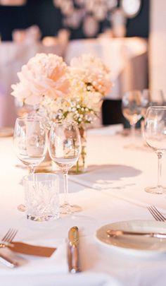 Bij Mereveld is het de aankleding die alles voor jullie trouwdag laat kloppen. Voor welke bruidsbloemen ga jij? #Mereveld Utrecht in TOP 5 populairste trouwlocaties van Nederland!
