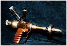 Steampunk raygun by ~beelzebubby on deviantART