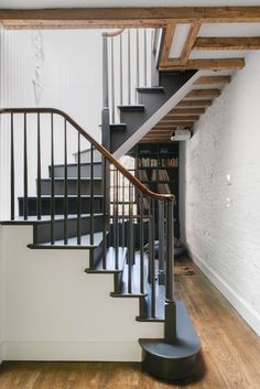 brooklyn house tour open spindle staircase | via coco+kelley