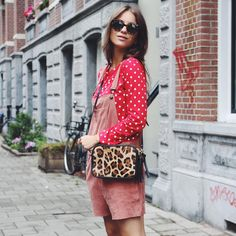 """Lizzy no Instagram: """"Happy Friday! Wearing my favorite leopard bag from my collection with @fabbyfabienne #fabbyfabiennexlizzyvdligt #ganni #Amsterdam"""""""