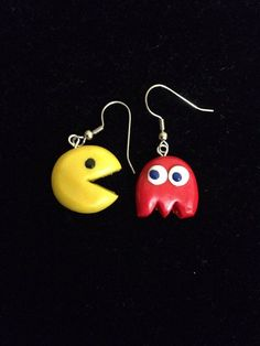 Handmade Polymer Clay Pacman Earrings by PaperLotusGallery on Etsy Fimo Polymer Clay, Crea Fimo, Polymer Clay Projects, Polymer Clay Creations, Handmade Polymer Clay, Polymer Clay Earrings, Clay Crafts, Clay Figures, Lego Figures