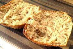 Paleo Brötchen: 150g Mandelmehl 20g Flohsamenschalen  2 EL Leinsamen 2 TL Backpulver 3 Eiweiß oder Eiersatz 250ml kochendes Wasser