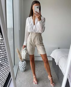 """Em 🤍 on Instagram: """"IN LOVE with these shorts xxxxx"""" Dressy Outfits, Mode Outfits, Stylish Outfits, Fashion Outfits, Looks Chic, Looks Style, Spring Summer Fashion, Spring Outfits, Professional Outfits"""