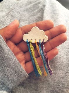 Hottest Photos Ceramics art for kids Thoughts The combination of ceramic and yarn is a colored brooch DIY Ideen und DIY Projekte Diy Clay, Clay Crafts, Diy And Crafts, Crafts For Kids, Arts And Crafts, Clay Projects For Kids, Ceramic Jewelry, Clay Jewelry, Ceramic Art