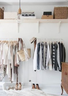 Oi, E o post de hoje tem a ver com: Sobre um lugar específico para pendurar as roupas. Arara no inicio era uma espécie de cabideiro que encontrávamos nas lojas de roupas para expor as peças e só. N…