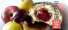 Булочки с фруктами ==================== Пышные дрожжевые сдобные булочки с фруктами — еще пышнее пирожков :-)
