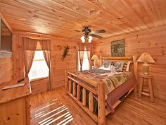 Pigeon Forge Cabin - A Bear's View - 3 Bedroom