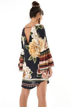 vestido curto amor de rosa Urban Fashion, Boho Fashion, Girl Fashion, Autumn Fashion, Womens Fashion, Stylish Outfits, Cute Outfits, Modelos Fashion, Shirt Refashion