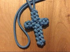 Paracord Cross (Vertical Crown Knot or Double Crown Sinnet) - YouTube