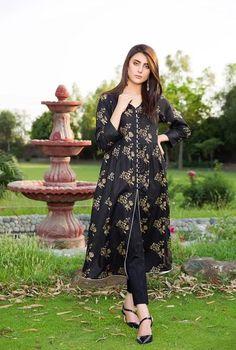 Stylish Dress Book, Stylish Dresses For Girls, Stylish Dress Designs, Simple Dresses, Casual Dresses, Fashion Dresses, Frock Fashion, Casual Wear, Beautiful Pakistani Dresses