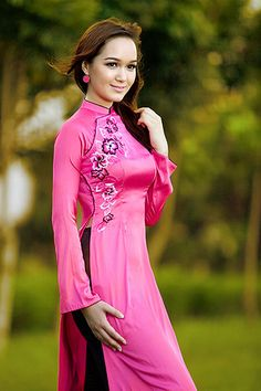 Victoria Thuy Vy dep la voi ta ao dai Viet Nam