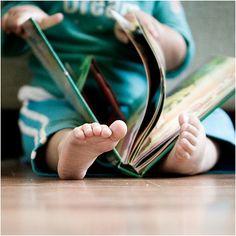 Küçük yaşta yabancı dil öğrenmeye başlayan çocuklar, dil kavramının varlığını hissettiği için ana dilini daha iyi anlarlar. Yabancı dilde öğrendiği bir deyim onun kendisinden farklı olan insanlara karşı daha toleranslı olmasını sağlar. Ayrıca küçük yaşta edineceği yabancı dil, uzun dönemde uluslararası kültürleri anlamasına da katkıda bulunur.  www.nevatoys.com www.nevatoys.com #nevatoys #oyuncak #ahsapoyuncak #oyun #eglence #egitici #play #game #saglik #anne #baba #cocuk #aile #family