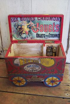 Music Boxes wonderful idea for circus nursery toy box Circus Music, Circus Crafts, Antique Music Box, Circus Decorations, Pretty Box, Treasure Boxes, Little Boxes, Jewel Box, Old Toys