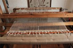 Loimen laittaminen kangaspuihin 3/6 pirtaan pistely Life Inspiration, Finland, Weaving, Life, Loom Weaving, Crocheting, Knitting, Hand Spinning, Soil Texture